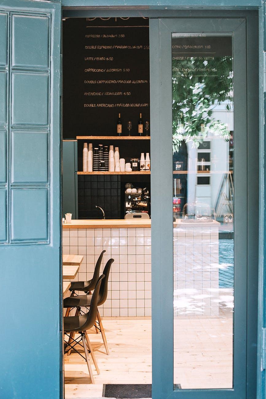 ¿Qué debes tener en cuenta para abrir una cafetería?